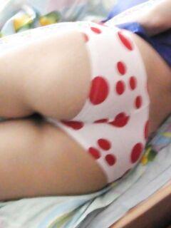 Вид на ягодицы сзади