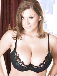Сара Стоун (Sara Stone)