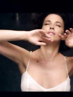 О чём грезит Даша Астафьева, женщина с обложки «Playboy»(13 фото и 1 видео)