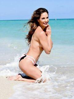 Дженнифер Николь на пляже в Майами