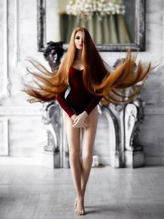 Анастасия Сидорова — русская Рапунцель с роскошными рыжимы волосами, победившая алопецию