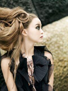 Головокружительное восхождение необычной модели и актрисы Девон Аоки