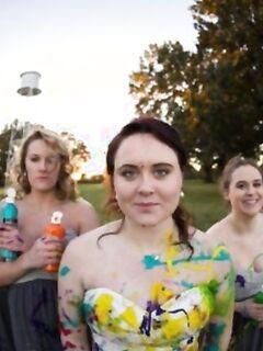 Девушка избавилась от депрессии, испортив свадебное платье
