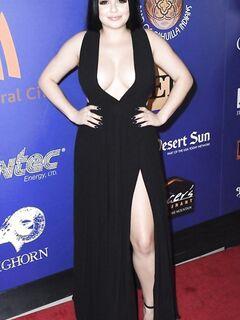 Актриса Ариэль Уинтер практически обнажила пышную женскую женскую грудь в дерзком наряде