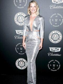 Шикарная блондинка Эли Лартер сразила наповал выбором наряда