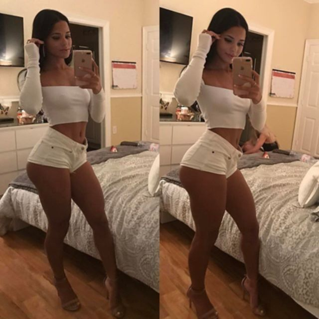 Подборка фотографий аппетитных девушек в коротеньких белых шортиках.