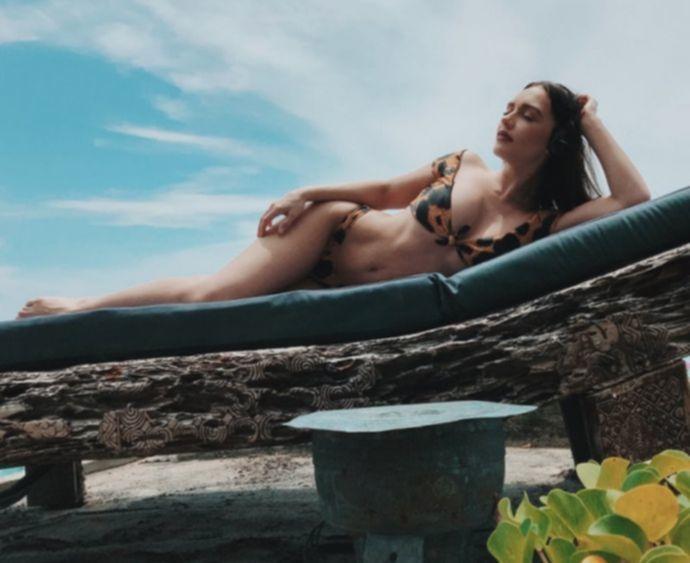 На данный момент будет горячо!Ольга Серябкина повытрепывалась соблазнительной фигурой на пляже