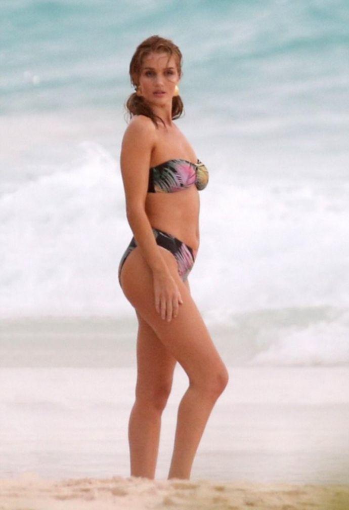 Модель Роузи Хантингтон-Уайтли удивила откровенной фотосессией топлесс