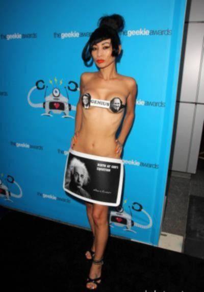 Китайская актриса Бай Линг на улицах Лос-Анджелеса