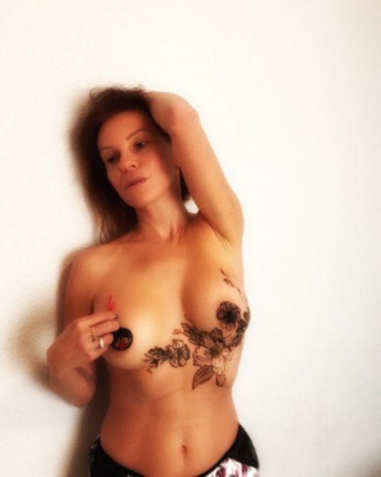 Наталья Штурм с голой грудью в Instagram