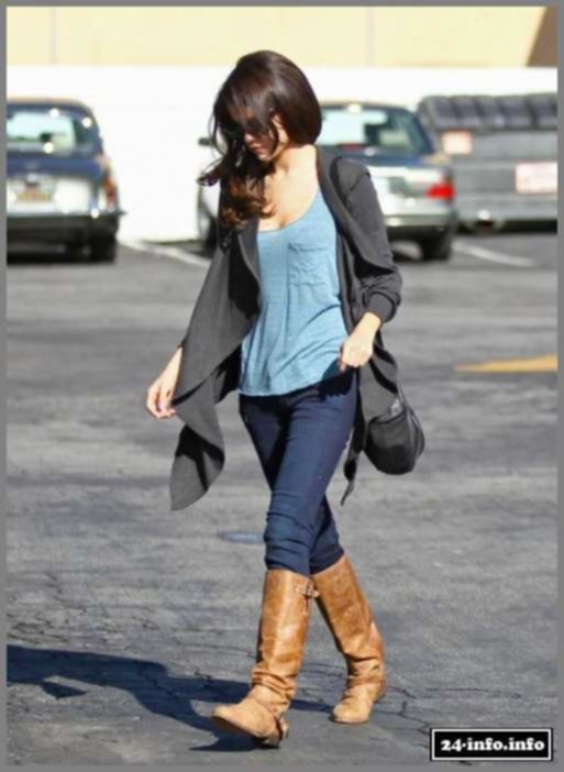 Селена Гомез гуляет (6 Фото)