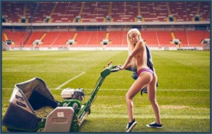 Футбольная команда Playboy - 11 сексуальных красоток