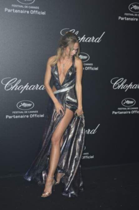 Кимберли Гарнер вечеринке в откровенном платье