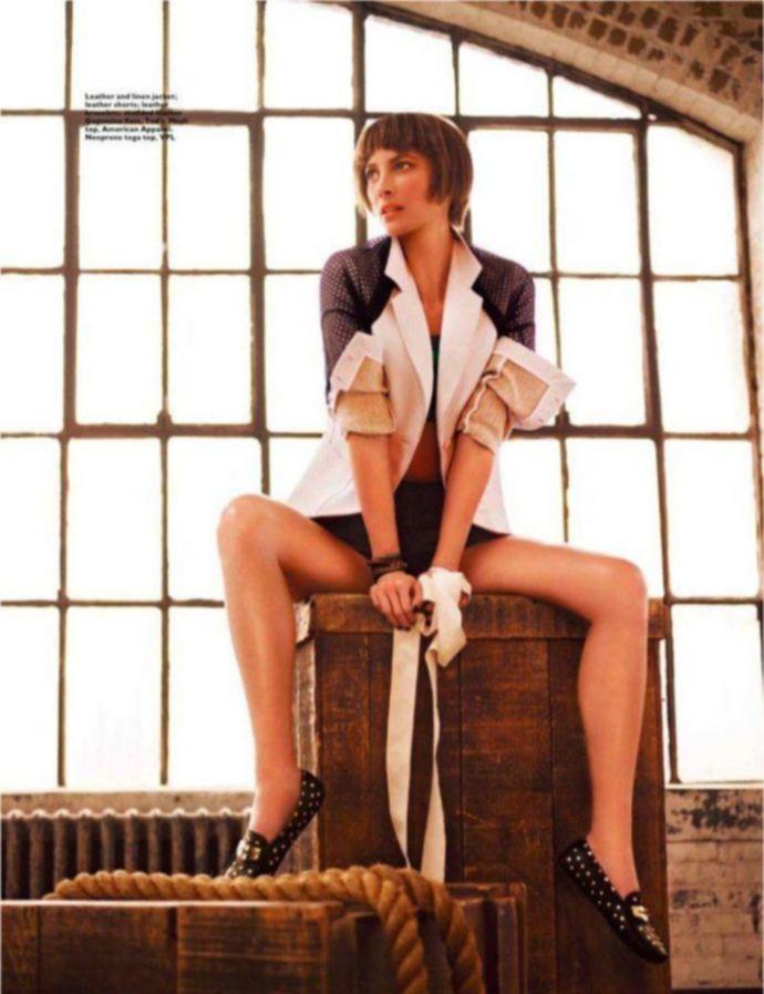 Секси Christy Turlington - Harpers Bazaar March 2012