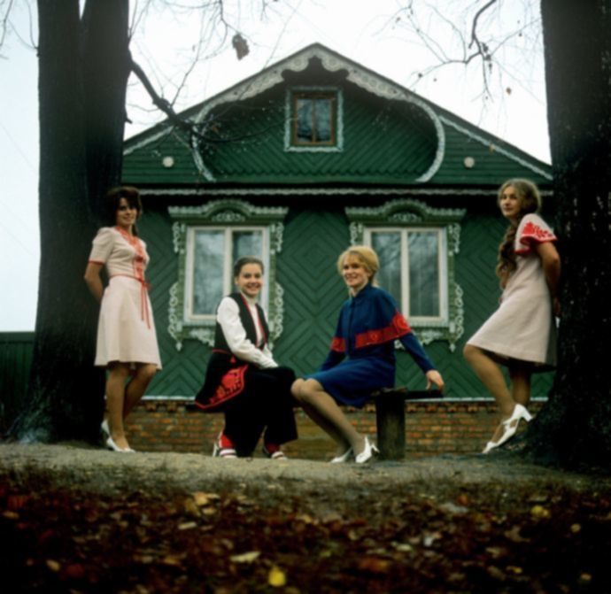 Девушки времен СССР