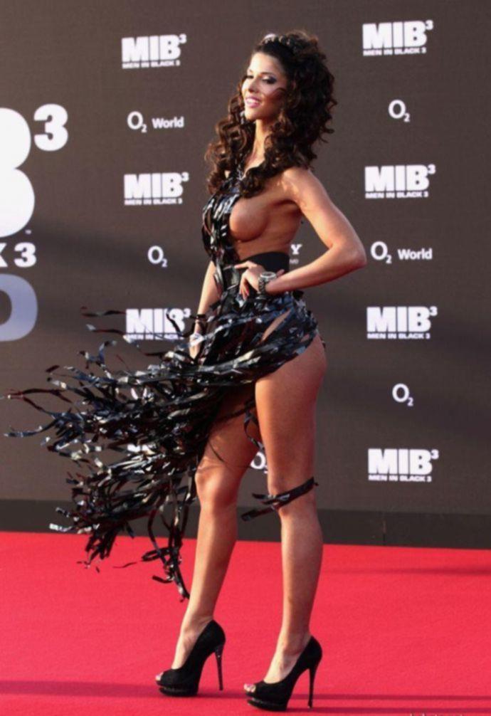 Микаэла Шефер и ее откровенное платье