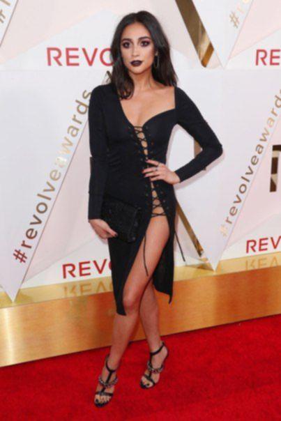 Шей Митчелл на REVOLVE Awards в Голливуде