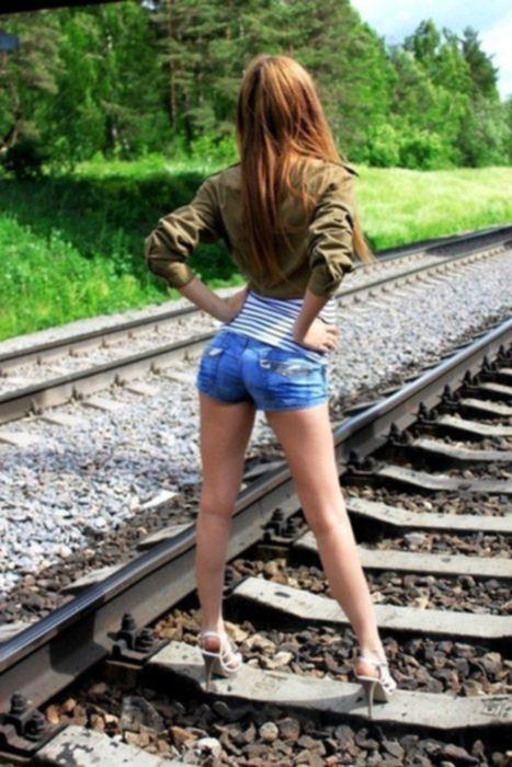 Девушки в коротких джинсовых шортиках » Эротика, голые девушки без порно, знаменитости