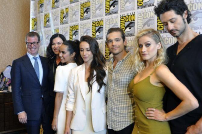 Оливия Тейлор Дадли на Comic-Con