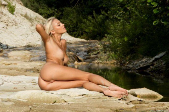 Секси блондиночка