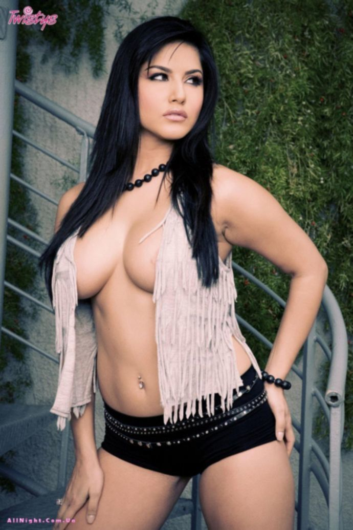 Вспыхнувшие чувства черноволосой Sunny Leone