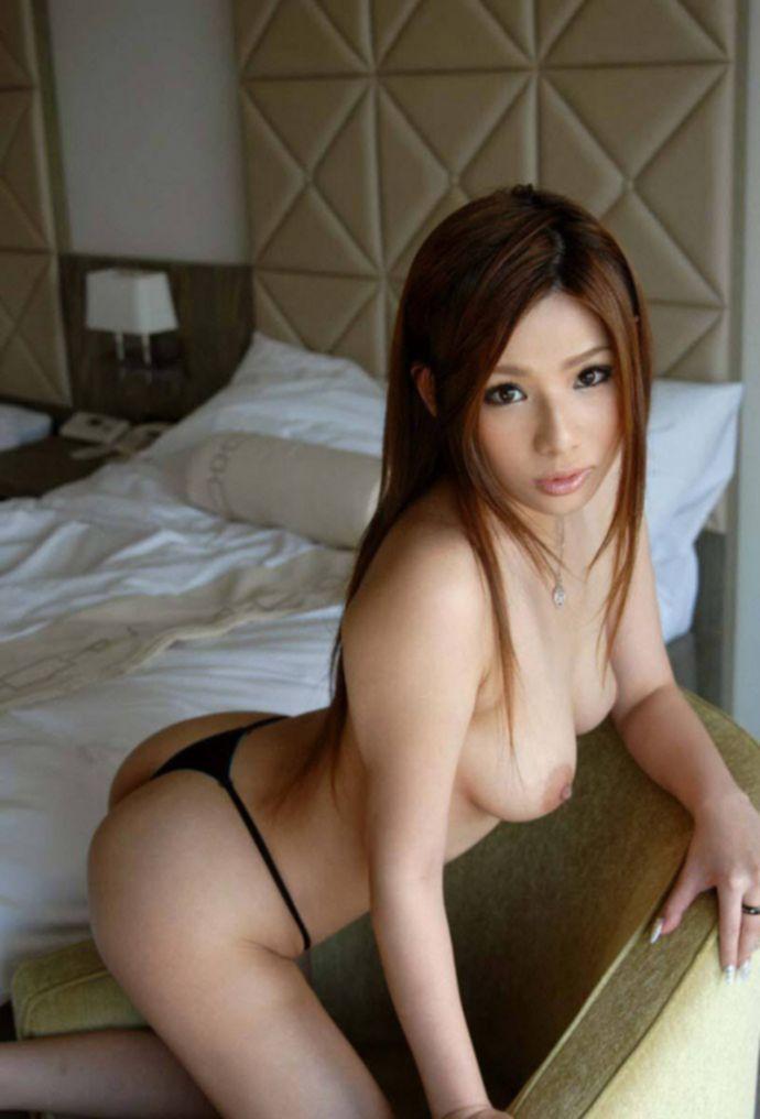 Симпатичные азиатки и их форменные груди