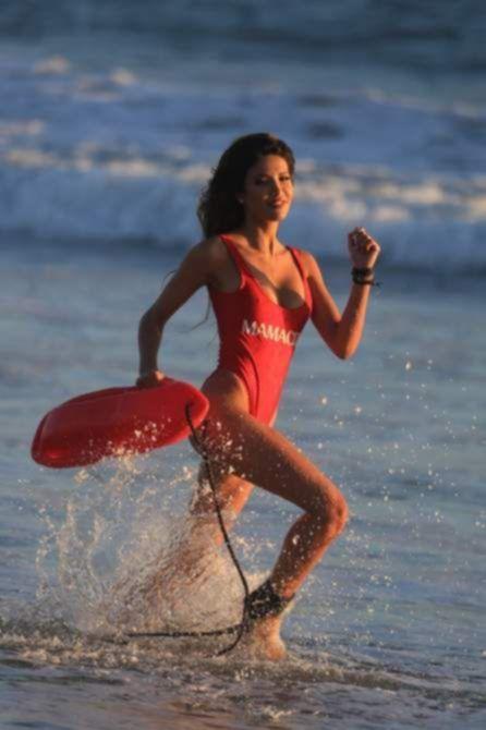 СиДжей Франко на фотосессии для 138 Water на пляже в Малибу