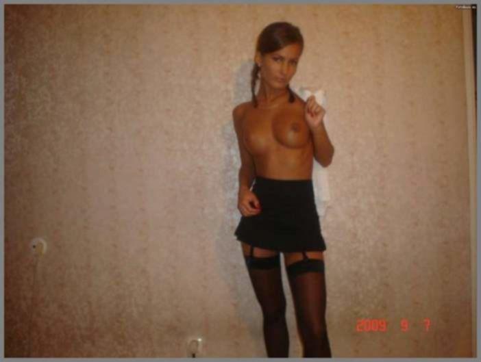 НЮ - Красивая девочка ходит голой по улице » Эротика, голые девушки без порно, знаменитости