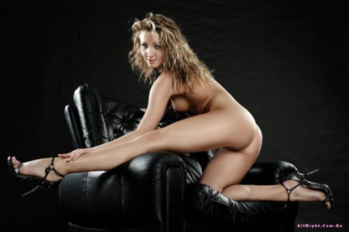 Шатенка в сексапильном женском белье