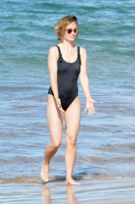 Оливия Уайлд на пляже на Гавайях