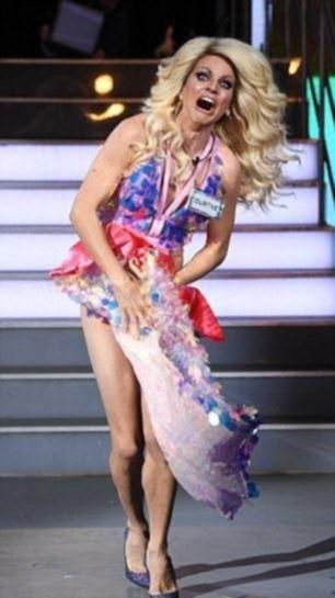британская телеведущая осталась без нижнего белья прямо на сцене