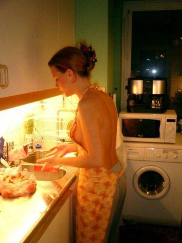 Голые домохозяйки на кухне