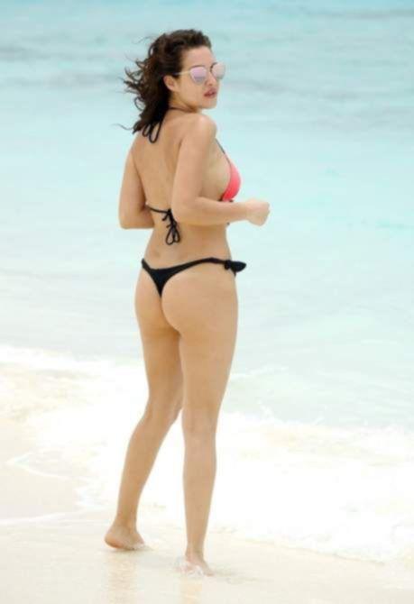 Хлоя Гудман на пляже в Дубае