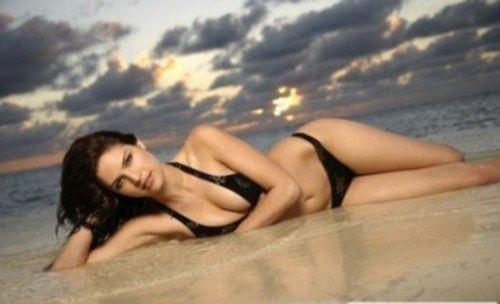 Melissa Haro в купальниках