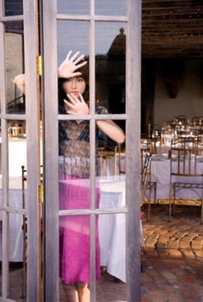 Yumi Sugimoto в откровенной фотосессии